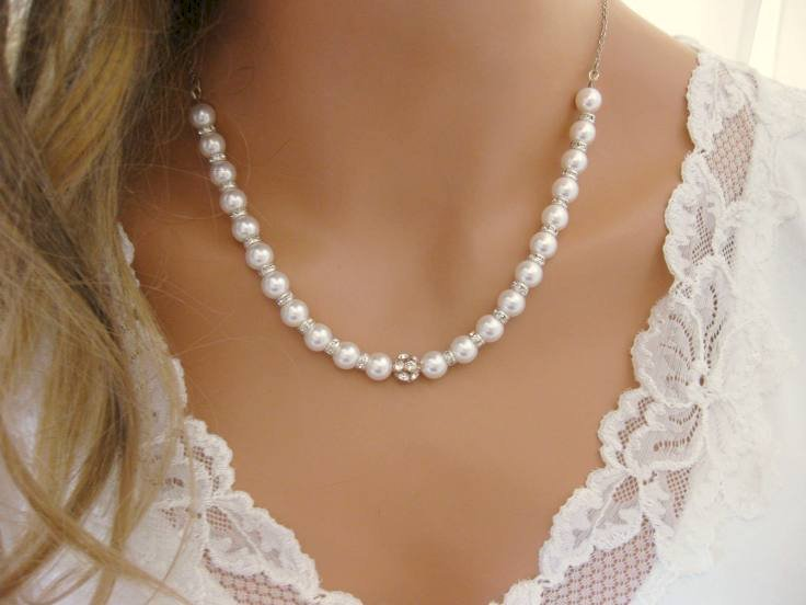 Want to invest in a peral necklace in Melbourne? Here's a simple guide on choosing a right type of pearl