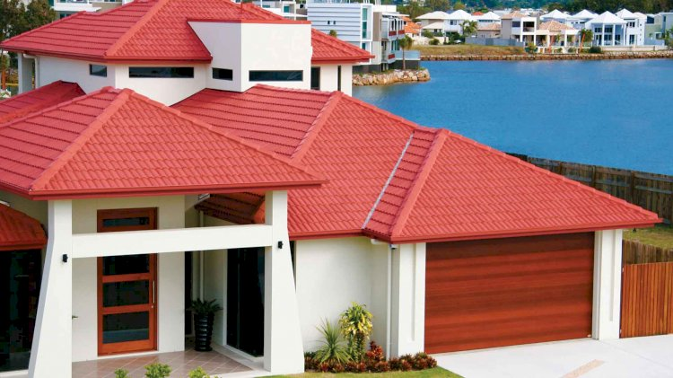 What should I look for when hiring roofing contractors and roofing companies?